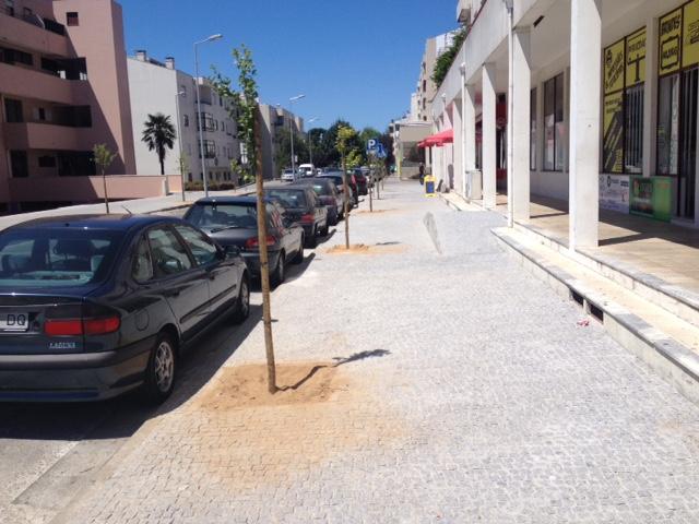 Obra de requalificação dos passeios na Avenida João Paulo II