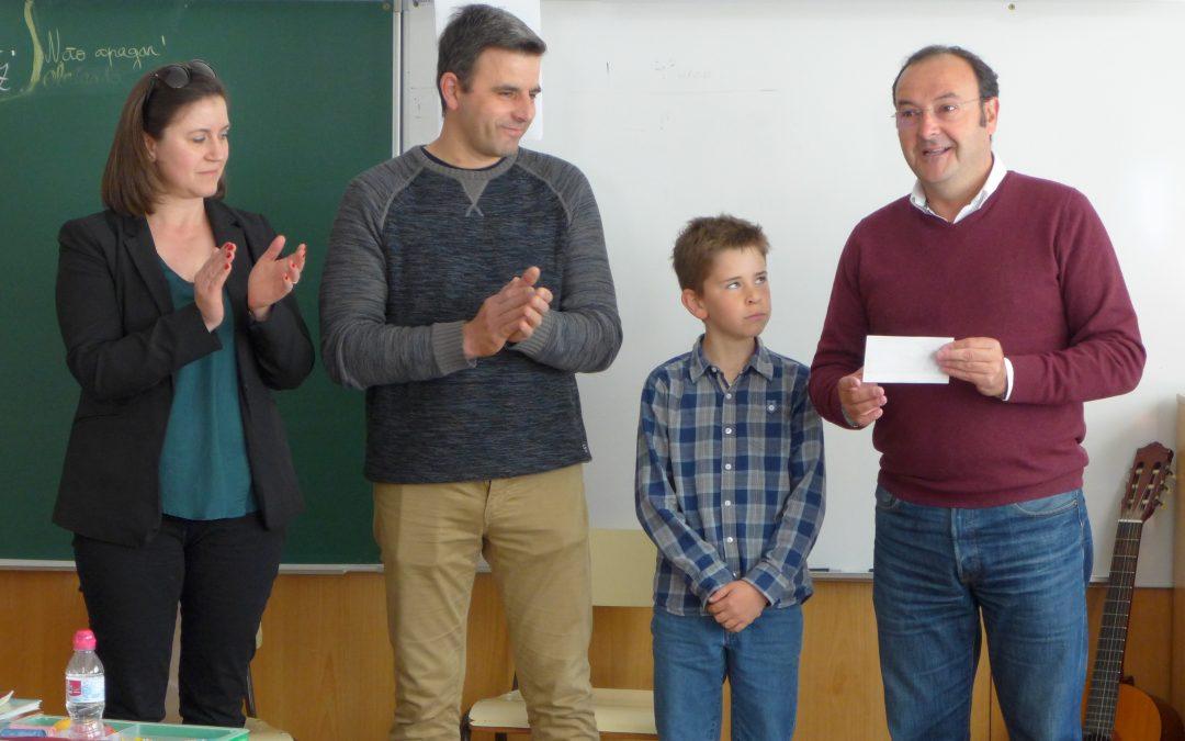 Entrega de prémio ao aluno Afonso Araújo